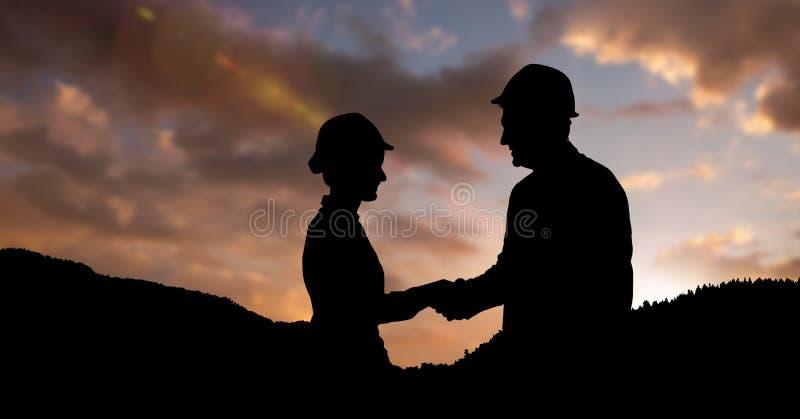 Profissionais da silhueta que vestem capacete de segurança ao agitar as mãos ilustração stock