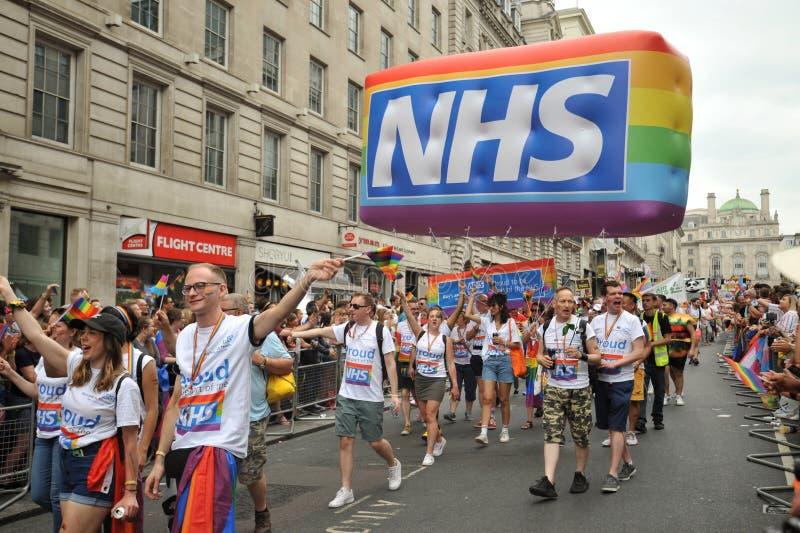 Profissionais de NHS na Londres na parada de orgulho em Londres, Inglaterra 2019 fotografia de stock