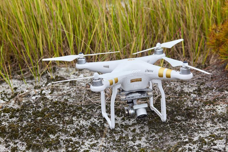 Profissional fantasma do quadrocopter do zangão PRO com câmara digital de alta resolução imagens de stock