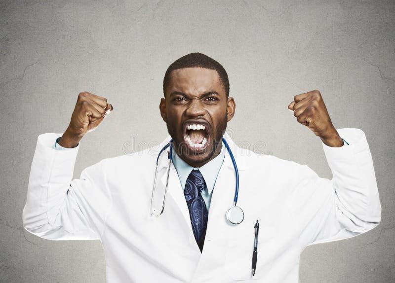 Profissional masculino dos cuidados médicos da virada rude irritada, doutor imagem de stock royalty free