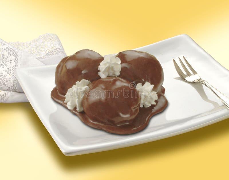 Profiterol - Italiaans dessert royalty-vrije stock foto