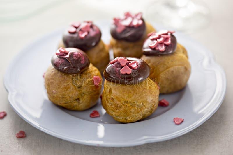 Profiteroles da pastelaria dos Choux imagens de stock royalty free