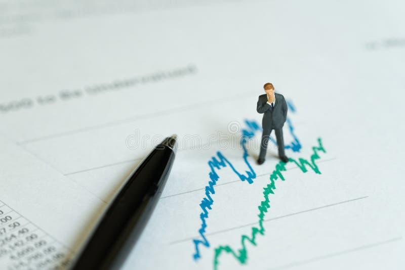 Profitto della società di affari, investimento e analysi finanziario di rapporto immagine stock libera da diritti