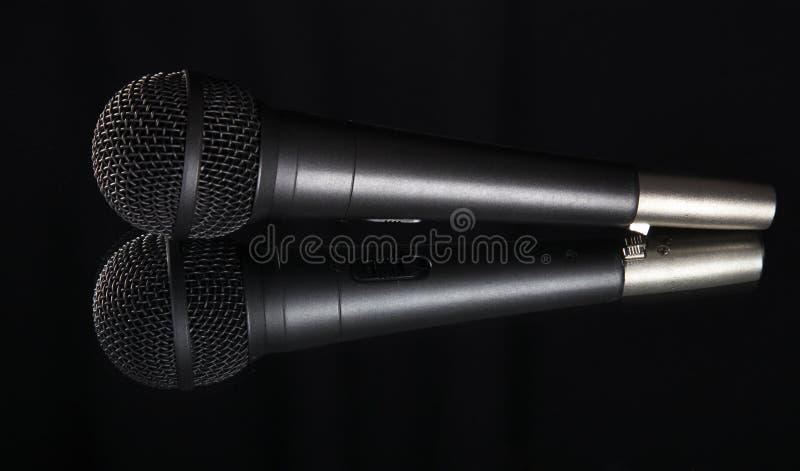 Profondità poco profonda della vista del campo di un microfono immagine stock