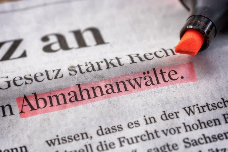 Profondo ritaglio del giornale con la parola Abmahnanwälte fotografia stock libera da diritti