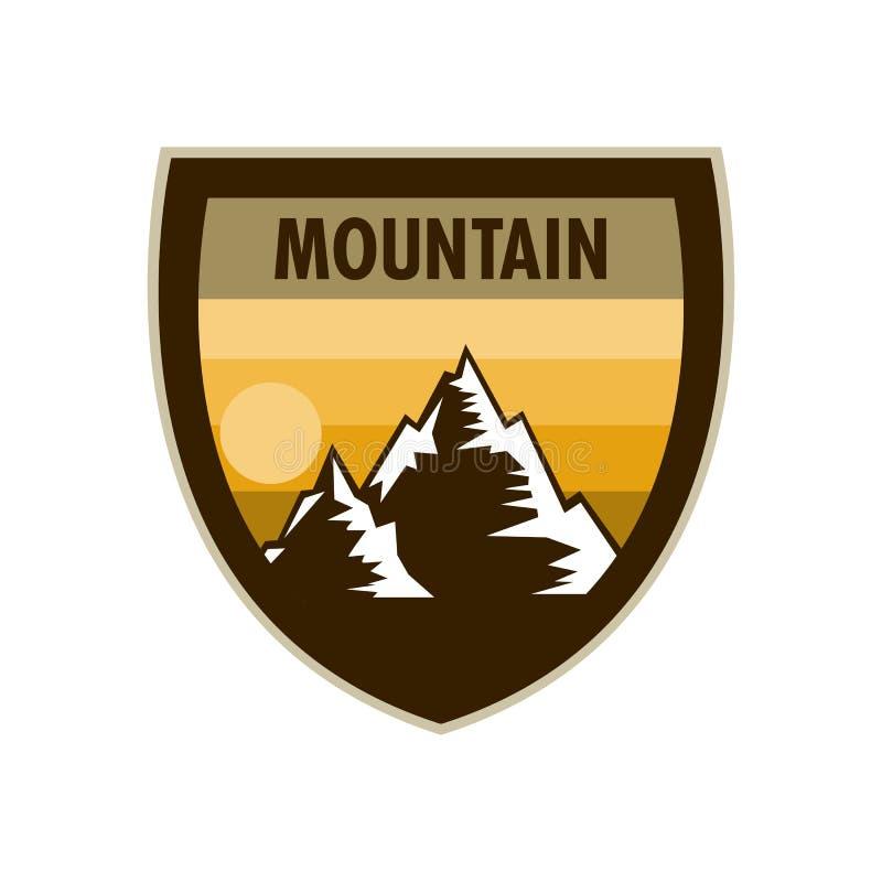 Progettazione arancio del distintivo dello schermo di avventura della montagna di scena illustrazione di stock