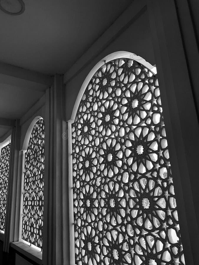 Progettazione classica della finestra di stile di architettura islamica del modello fotografia stock libera da diritti