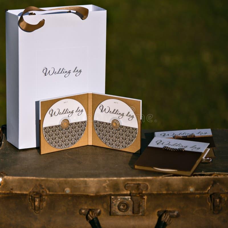 Progettazione del disco di nozze Scatole e pacchetti fotografia stock