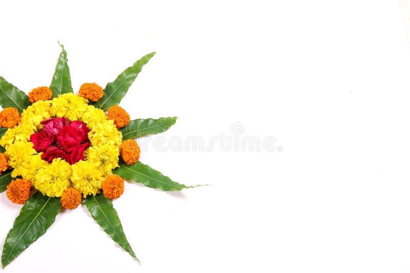 Progettazione del fiore del tagete, progettazione di rangoli del fiore del tagete immagini stock