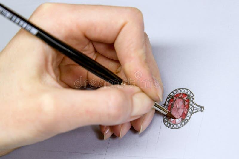 Progettazione di disegno dei gioielli Gioielli di schizzo del disegno del progettista dell'artista su carta Fatto a mano illustrazione di stock