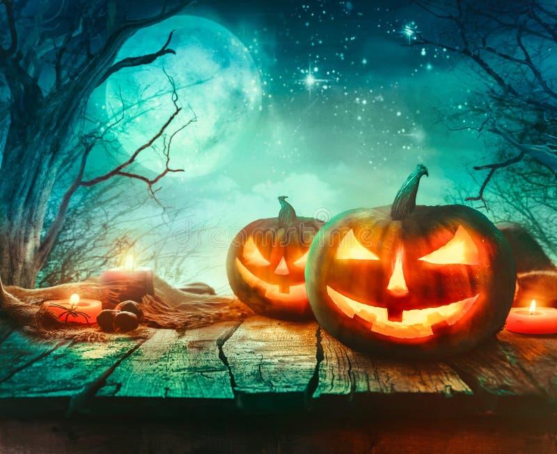 Progettazione di Halloween con le zucche illustrazione di stock