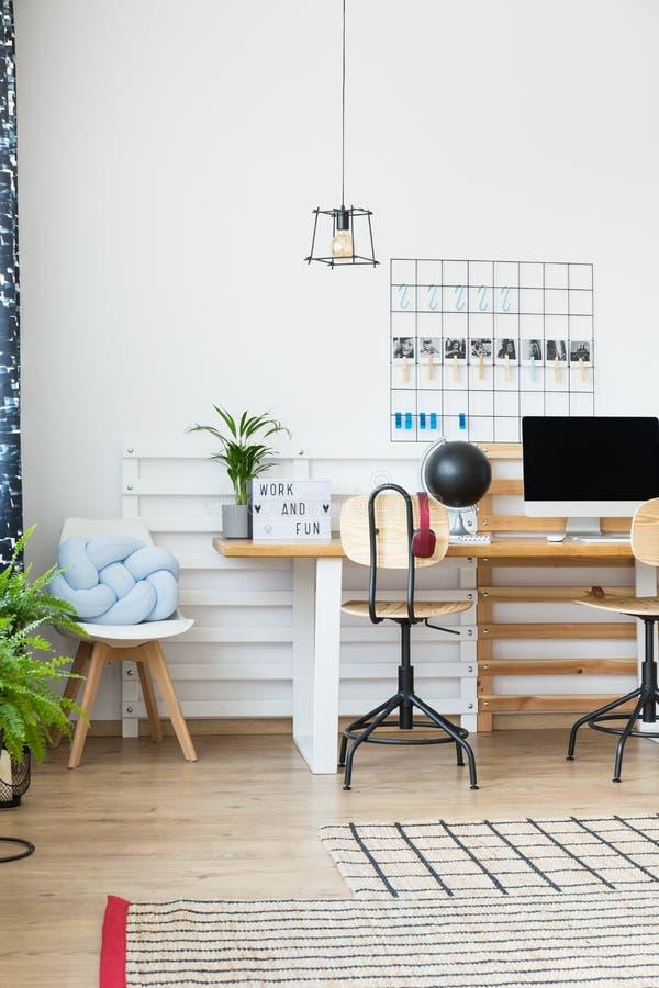 Progettazione di legno dello studio immagini stock libere da diritti