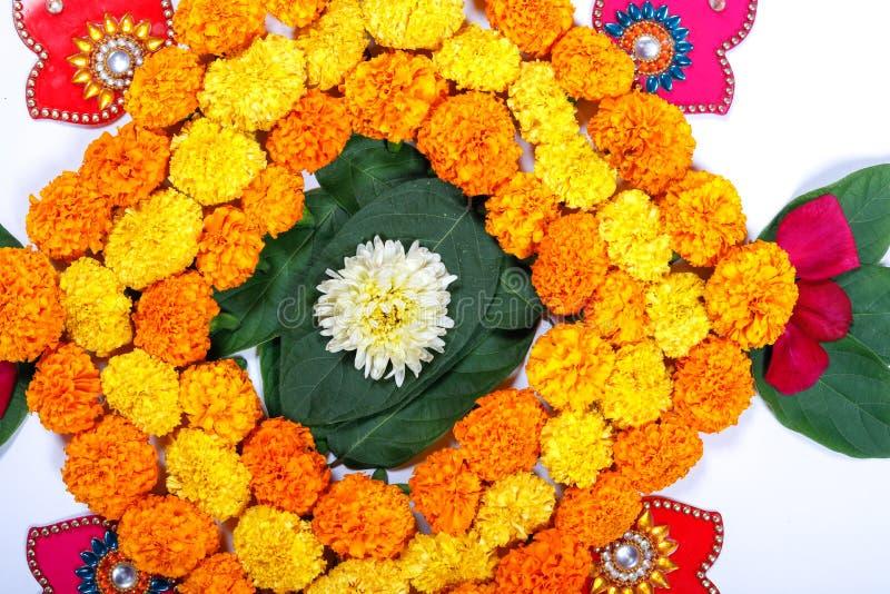Progettazione di rangoli del fiore del tagete per il festival di Diwali, decorazione indiana del fiore di festival fotografia stock libera da diritti