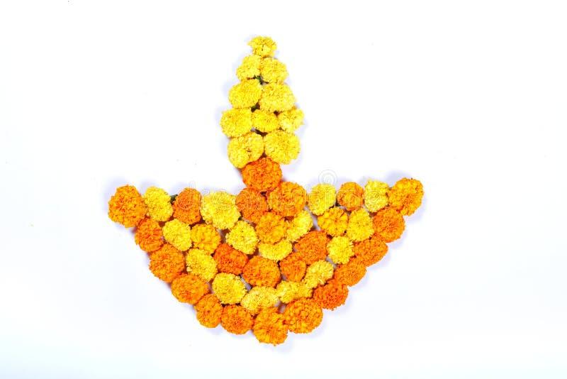 Progettazione di rangoli del fiore del tagete per il festival di Diwali, decorazione indiana del fiore di festival immagini stock
