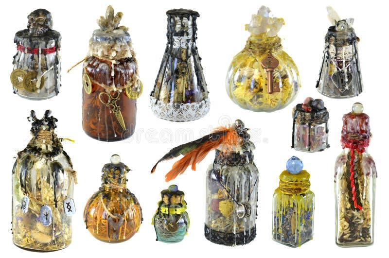 Progettazione fissata con le bottiglie decorate magiche della strega isolate su bianco fotografia stock