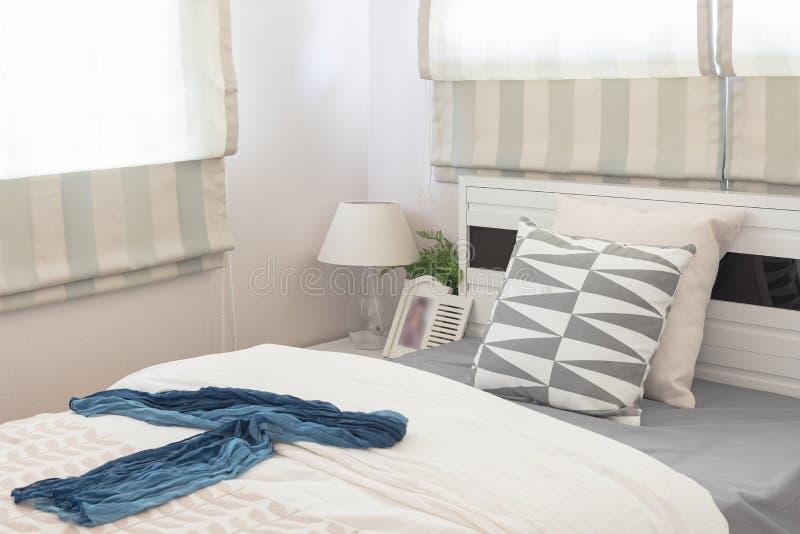 Progettazione moderna della camera da letto con il letto for Progettazione della casa territoriale
