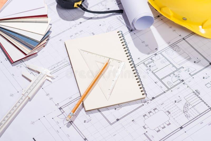 Progetti di costruzione progettazione Apra i modelli con una matita a fotografie stock