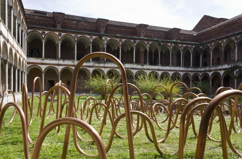 Progetti l'installazione durante la settimana di progettazione nel convento del lavabo di Milano immagine stock
