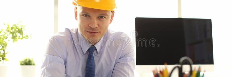 Progettista sicuro Create Building Plan dell'architetto immagini stock