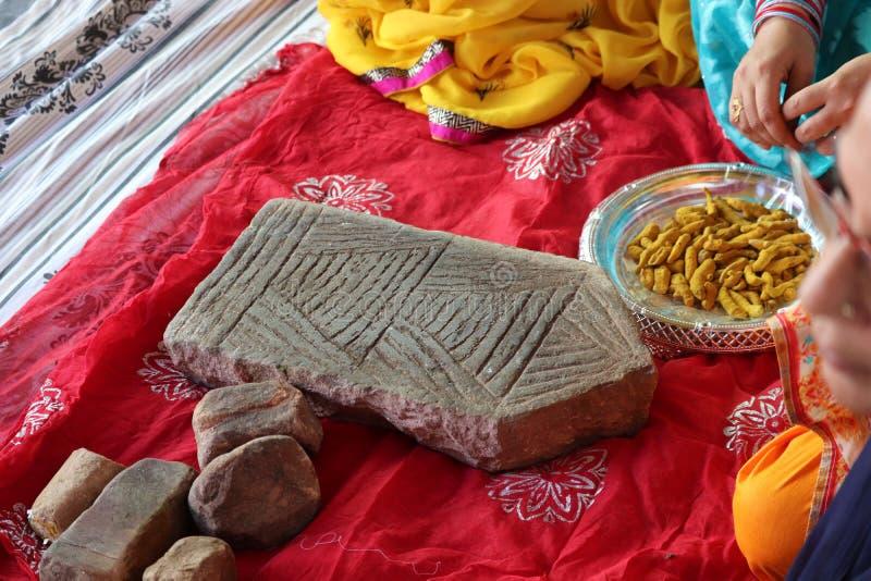 Programa cerimany indio de la cúrcuma que se casa fotografía de archivo libre de regalías