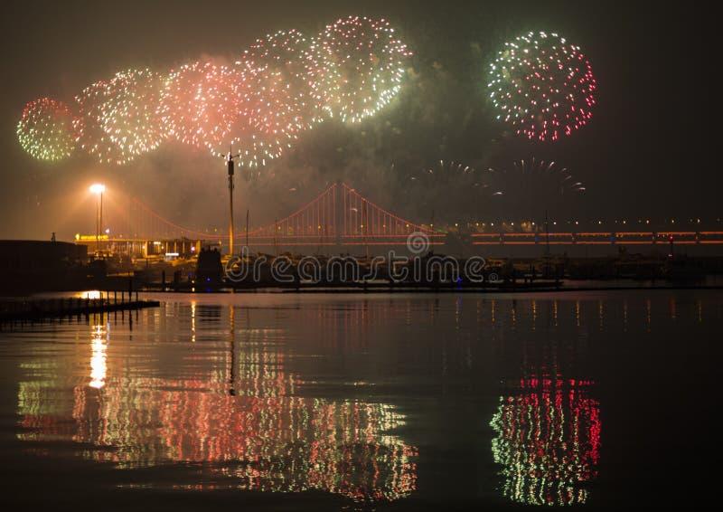 Programa de fuegos artificiales en el Festival de Dalian, China fotografía de archivo libre de regalías