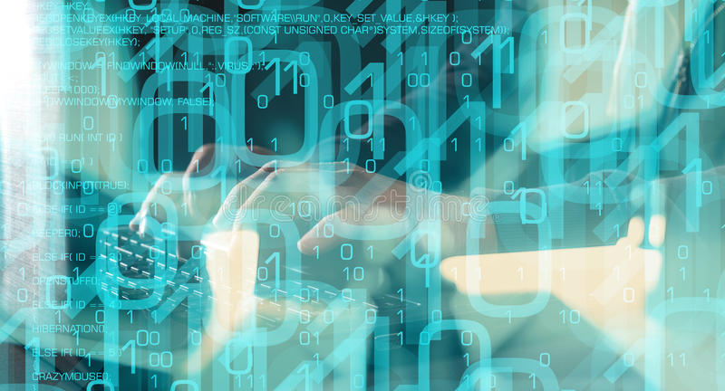 Programación del pirata informático, código del lenguaje de programación y datos binarios foto de archivo