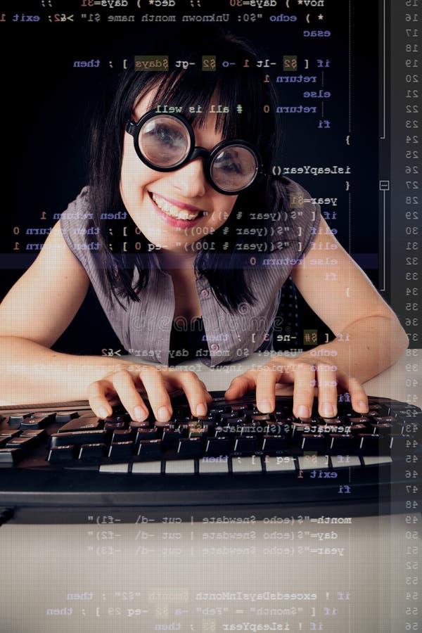 Programación femenina del empollón imagen de archivo libre de regalías