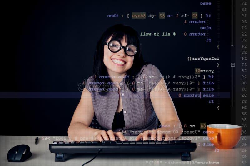 Programación femenina del empollón fotos de archivo libres de regalías
