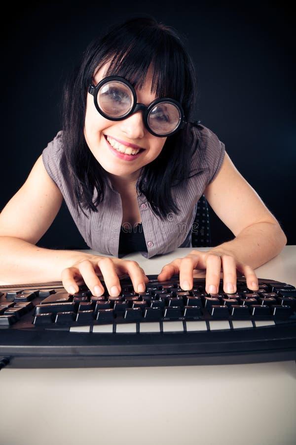 Programación femenina del empollón imágenes de archivo libres de regalías