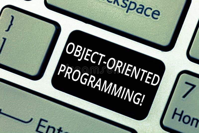 Programación orientada al objeto del texto de la escritura de la palabra Concepto del negocio para los objetos modelo de la lengu fotografía de archivo