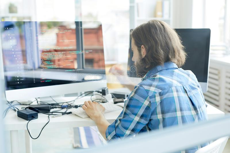Programador no trabalho imagens de stock royalty free