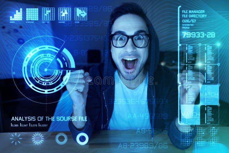 Programador novo expressivo que termina seu programa bem sucedido fotografia de stock royalty free