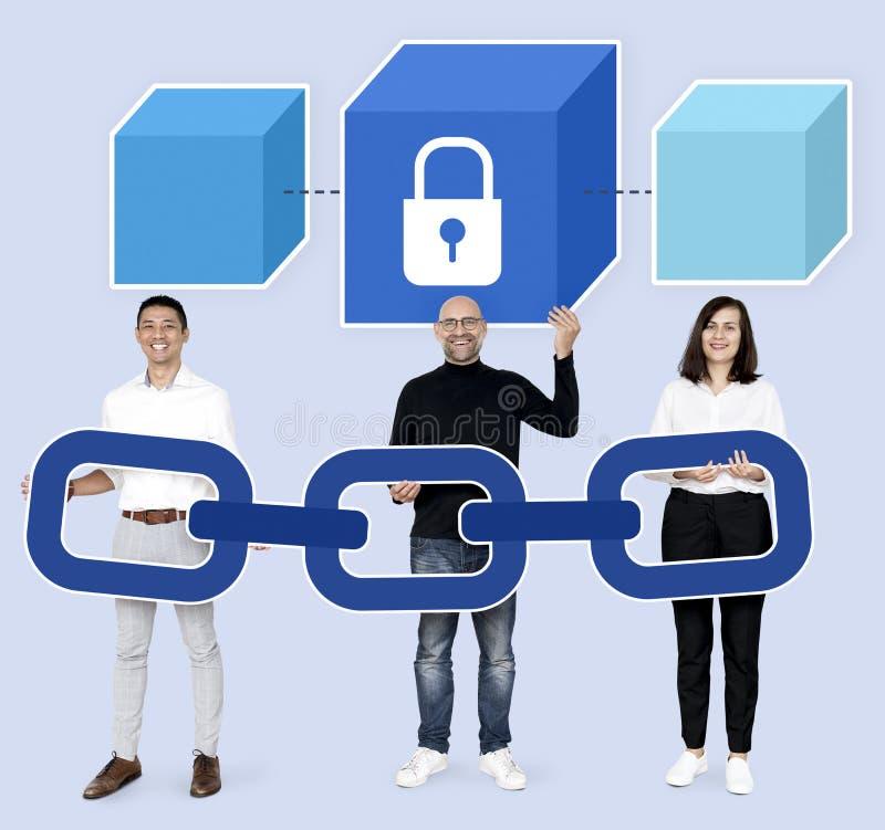 Programadores com um blockchain seguro imagens de stock