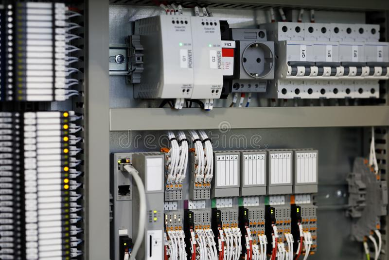 Programmable logika kontroler?w PLC system kontrolny zdjęcia royalty free
