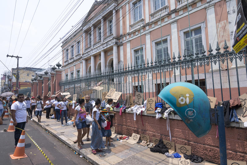 Programme sans abri de magasin de rue à Manaus, Brésil images stock