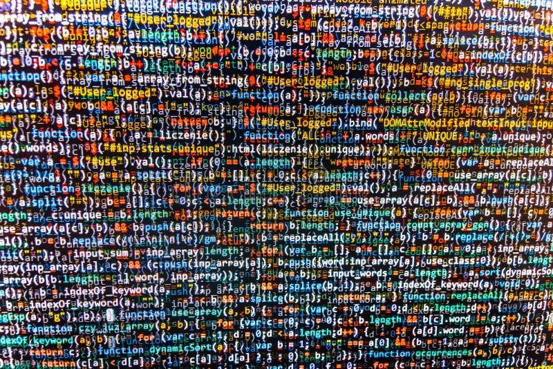 Programmera kodabstrakt begreppskärmen av programvarubärare royaltyfria foton