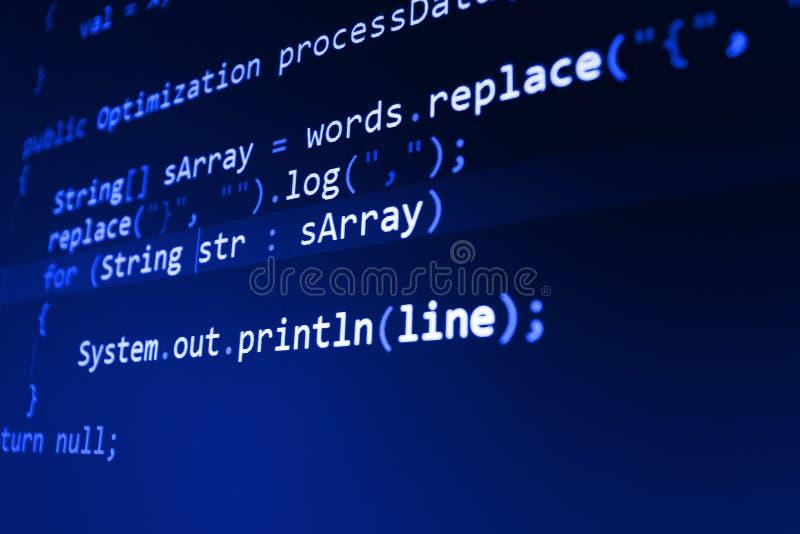 Programmera kodabstrakt begreppskärmen av programvarubärare royaltyfri fotografi