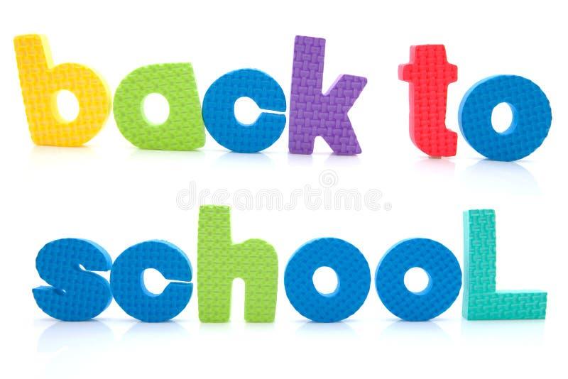 Programmsatz zurück zu Schule in den bunten Schaumgummizeichen lizenzfreies stockbild