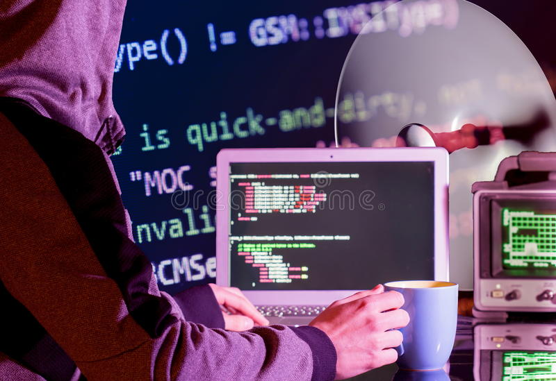 Programvaruen hacker royaltyfri foto
