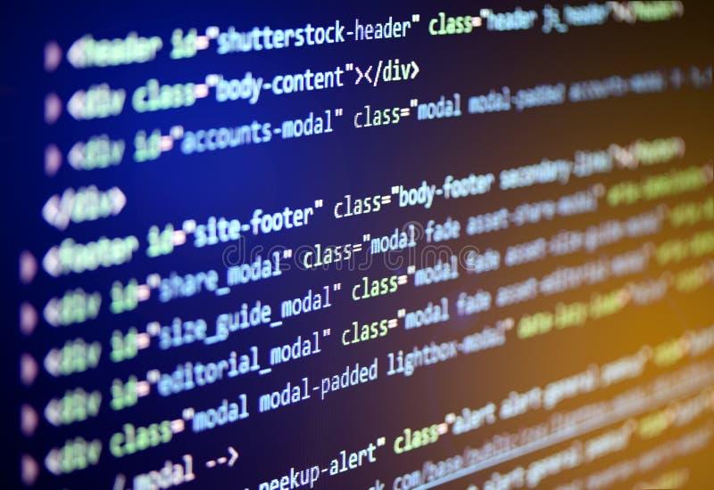 Programvarukällkod Programmera kod på datorskärmen royaltyfri fotografi