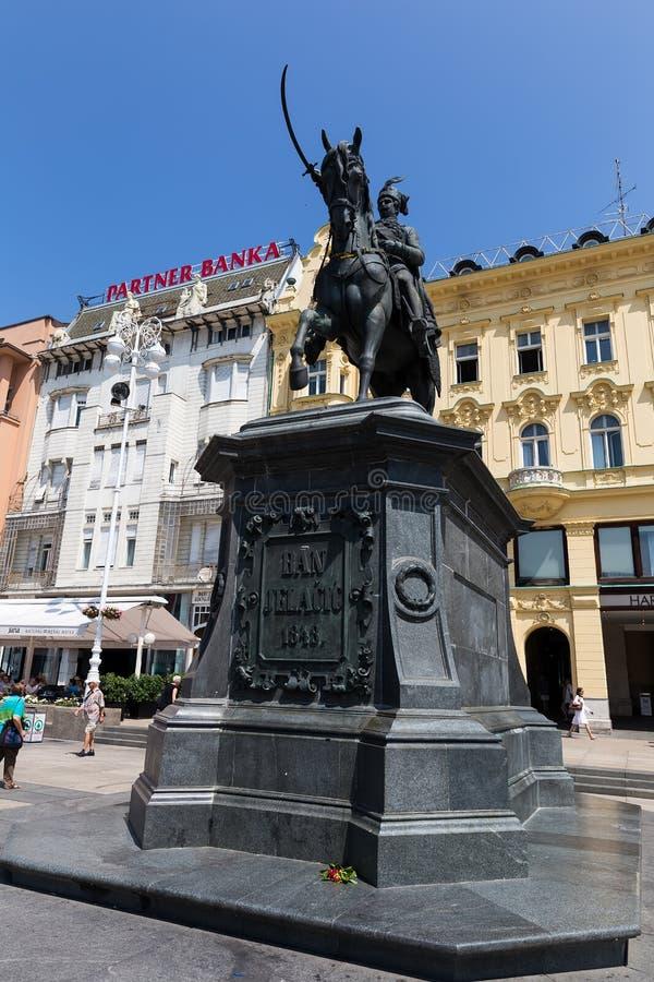 Proiba o monumento de Jelacic no quadrado de cidade central (bana Jelacica de Trg) imagens de stock royalty free