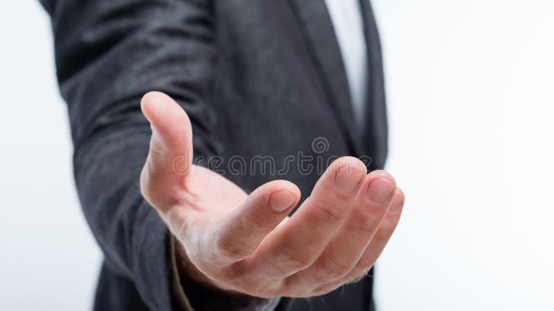 Projeção do resultado da mão da palma da terra arrendada do homem de negócio fotos de stock