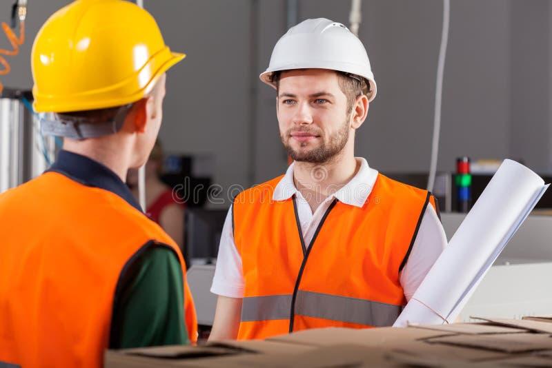 Projectarbeiders tijdens baan royalty-vrije stock foto's