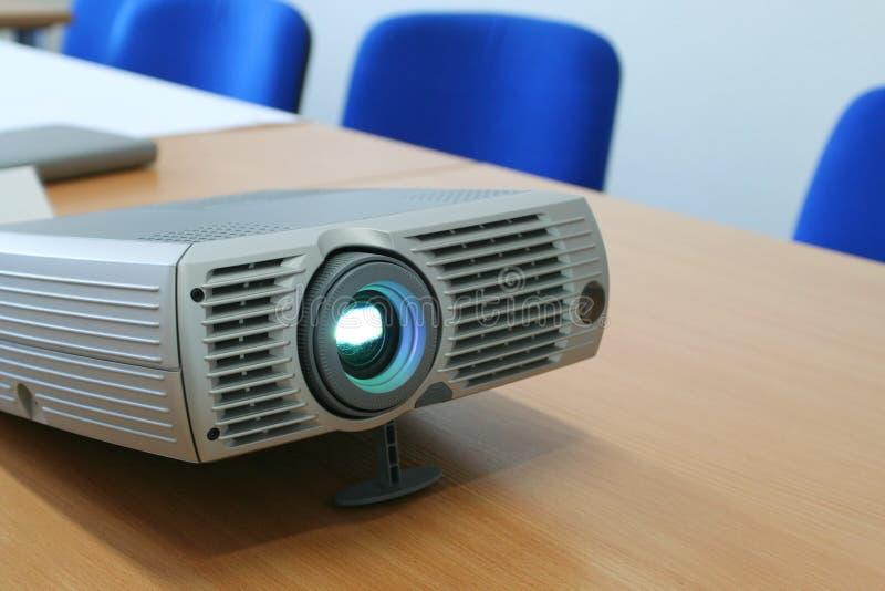 Projecteur à la table de bureau (horizontale) photo libre de droits