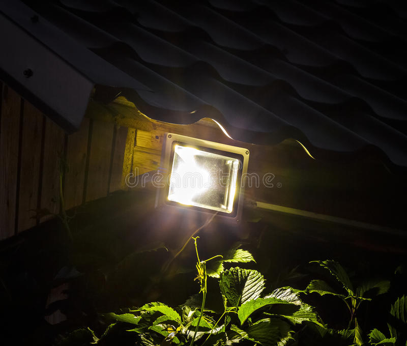 Projecteur du jardin LED images stock