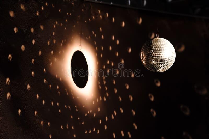 Projecteur sur la boule de disco image libre de droits