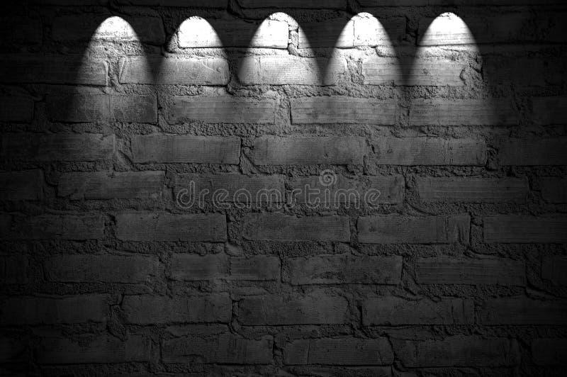 Projecteur sur le mur de briques photos libres de droits