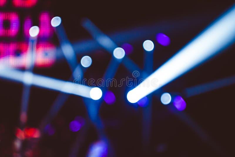 Projecteurs à un concert photo stock
