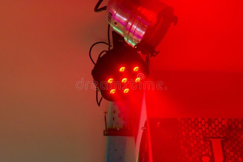 Projecteurs accrochants d'étape d'éclairage images stock