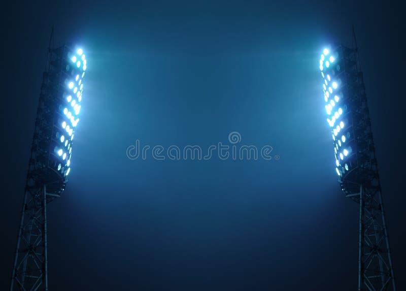 Projectores do estádio de encontro ao céu nocturno escuro imagens de stock